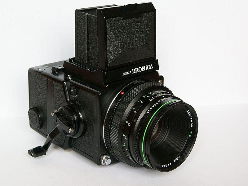 Zenza Bronica ETR film camera